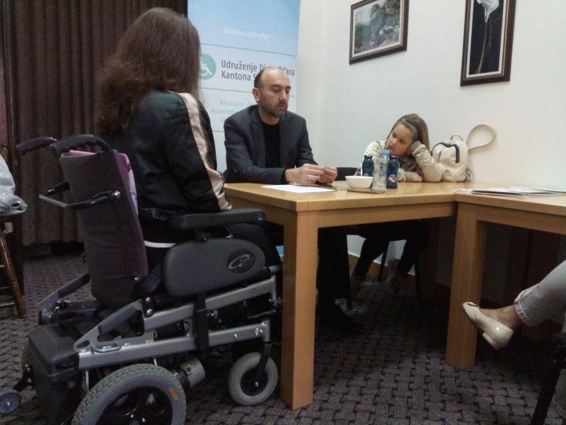 MIŠIĆNA DISTROFIJA Problemi oboljelih: Nedostaje ortopedskih pomagala, škole nepristupačne